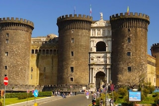 Napoli, scoperto tesoro d'arte al Maschio Angioino: i quadri del Trecento abbandonati al degrado