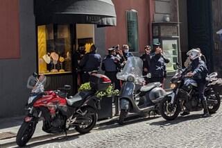 Colpo della banda del buco in gioielleria in via Filangieri, commessa fugge terrorizzata