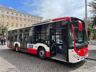 """A Napoli 20 nuovi bus Mercedes con l'aria condizionata e un """"rivestimento antivirus"""""""