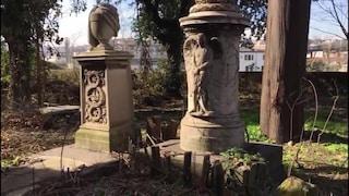 Sequestrato il Cimitero dei Colerosi di Napoli: tombe illustri profanate da parcheggio abusivo