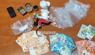 Cocaina e hashish nel cestello della lavatrice: arrestato spacciatore a Qualiano