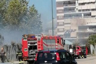 Incendio all'ex Nato di Gianturco, arrivano i vigili del fuoco