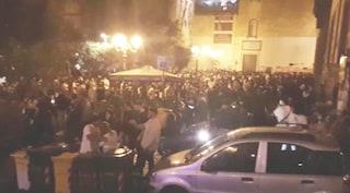Coprifuoco saltato per la movida a Napoli: in 500 in piazza di notte, 52 multati
