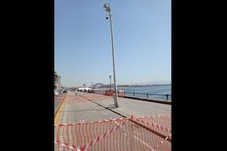 Incidente sul Lungomare di Napoli, auto si ribalta per non investire un animale