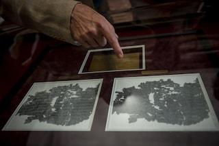 Incendio nel Palazzo Reale a Napoli nella notte, il rogo vicino ai Papiri di Ercolano