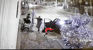 Picchia e rapina due ragazze davanti alla caserma dei carabinieri, arrestato a Napoli