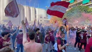 Salernitana in serie A: città invasa dai tifosi, saltano le regole anti-assembramento