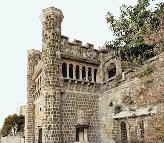 Villa Ebe a rischio crollo: sotto sequestro il Castello di Pizzofalcone