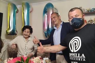 Nonna Giuseppa compie 110 anni, festa al Rione Sanità. Il sindaco le dona la medaglia di Napoli