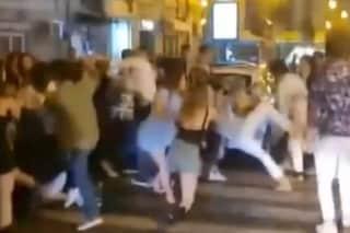 Napoli, rissa al Vomero tra ragazzini senza mascherina. Centinaia assembrati in piazza fino a notte