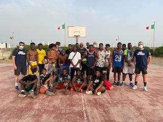 Il coach di Udine Basket a Castel Volturno per allenare i ragazzi africani più bisognosi