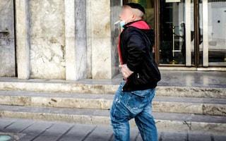 In Campania sarà mantenuto l'obbligo della mascherina in estate