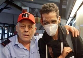Napoli, Kalid perde il permesso di soggiorno sul bus: impiegato Eav lo ritrova e lo restituisce
