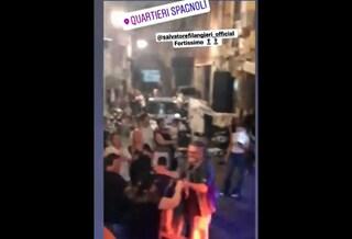 Festa al bambino, palco illegale con 50 persone e cantante neomelodico ai Quartieri Spagnoli