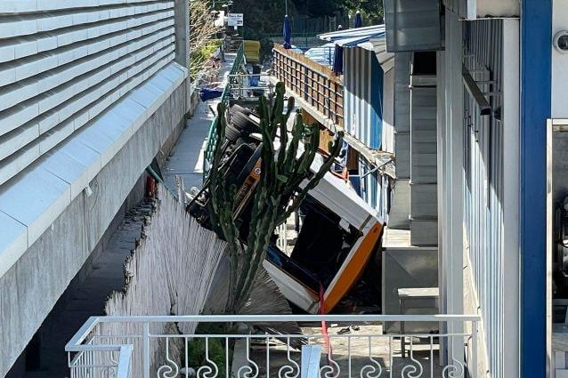 """Capri, i bus più vecchi tornati in deposito dopo l'incidente: """"Oggi sono rimasti fermi"""""""