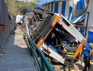 """Capri, i sindaci contro l'azienda del bus: """"Dopo incidente molti mezzi spariti dalla circolazione"""""""