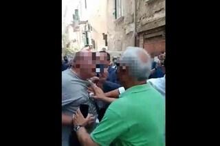 Il candidato sindaco Manfredi ai Quartieri Spagnoli, rissa sfiorata coi supporter di Catello Maresca