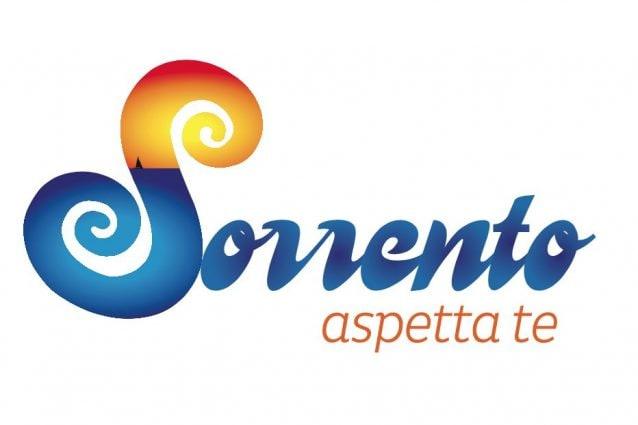 """Sorrento, nuovo logo e slogan per il dopo pandemia: """"Aspetta te"""""""