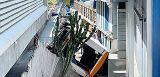 """Incidente bus a Capri, il sindacato Usb: """"Ringhiera arrugginita, tragedia annunciata"""""""