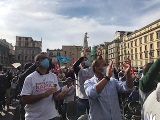 Whirlpool Napoli, Ferragosto di protesta in fabbrica per gli operai a rischio licenziamento