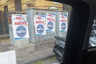 """""""Chi ama Napoli vota Maresca"""", Vomero tappezzato dai manifesti abusivi. E il candidato va a toglierli di persona"""