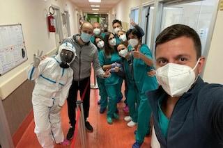 """Carabiniere guarito dal Covid dopo ricovero scrive ai medici del Cotugno: """"Mi avete salvato la vita"""""""
