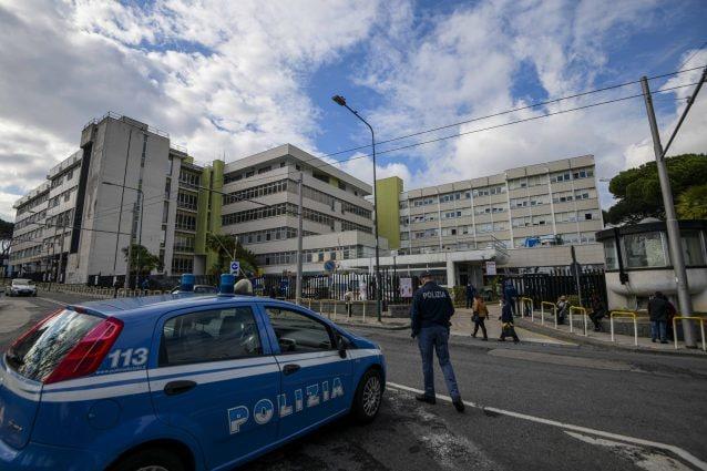 """Estorsioni, appalti e forniture: così i clan si sono divisi gli ospedali a Napoli: """"Medici a nostra disposizione"""""""