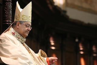 "Malore e poi caduta: paura per il cardinale Sepe. Ma la Curia replica: ""È in salute"""