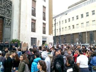 Anche a Napoli gli studenti in piazza per il clima: corteo venerdì 15 marzo