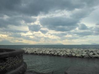 Meteo Napoli, ancora afa e caldo: venerdì 23 agosto arrivano le nuvole