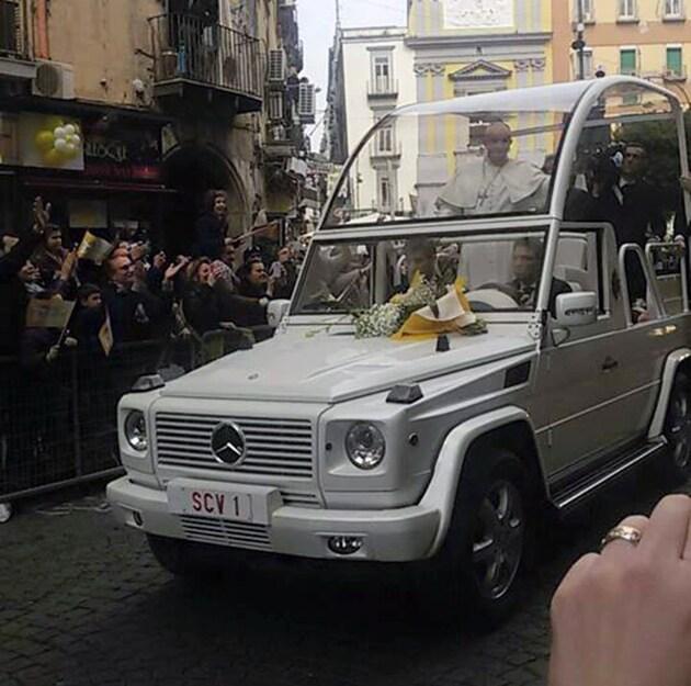 La Papa mobile in via Toledo (foto di Silvia Massarelli)