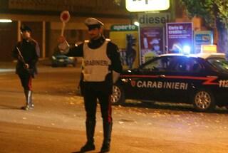 Caserta, non si fermano all'alt e investono i carabinieri: arrestati tre ragazzi