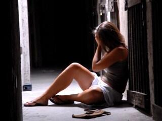 Turista inglese stuprata in Costiera, condannati i 5 ex dipendenti dell'albergo
