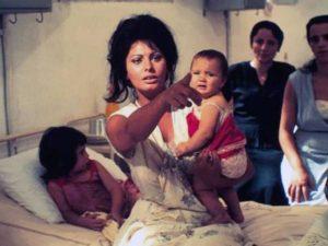 """Festa della mamma: Sofia Loren nel film """"Ieri, oggi e domani"""""""