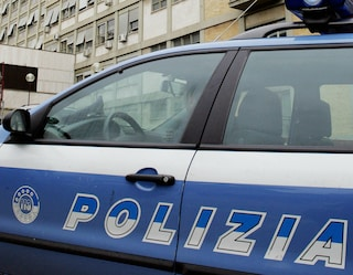 Afragola, la polizia inizia lo sgombero degli abusivi al Rione Salicelle
