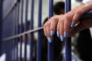 Droga nel carcere femminile di Pozzuoli: la scoperta grazie al fiuto dei cani antidroga