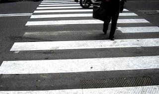 Via Diocleziano, anziana investita sulle strisce pedonali da 18enne in scooter: è grave