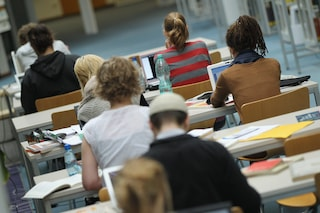 Ascea Marina, rubano i computer di una scuola e danneggiano le aule: lezioni sospese