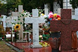 A Pellezzano (Salerno) si apre di notte il cimitero ai genitori che hanno perso i figli piccoli