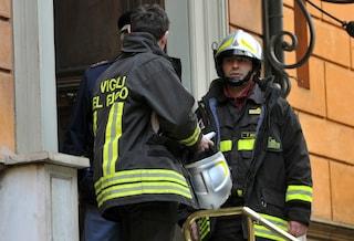 Incendio a Castellammare, si addormenta mentre cucina: donna salvata dai pompieri