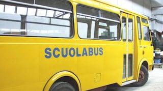 Con la gamba sotto la ruota dello scuolabus, ricoverato d'urgenza all'Ospedale del Mare