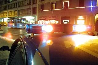 Napoli, farmacista reagisce alla rapina: colpito alla testa col calcio della pistola