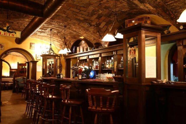 Oca Nera Irish Pub, il bancone del locale al Vomero