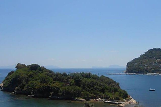 Vista su Punta Pennata a Bacoli