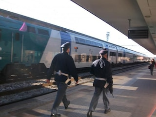 Si masturba sul treno Caserta-Napoli davanti ad una donna: multato di 10mila euro