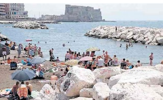 Balneabilità in Campania: per l'Arpac nel 2019 divieti sul Lungomare di Napoli e a Pozzuoli