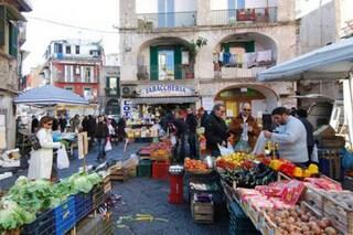 Dieci mercatini per uno shopping low cost a Napoli