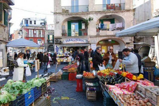 I 10 mercatini più famosi di Napoli  mappa 7768d1df733