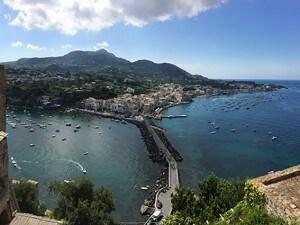 Ischia fotografata dal Castello Aragonese.
