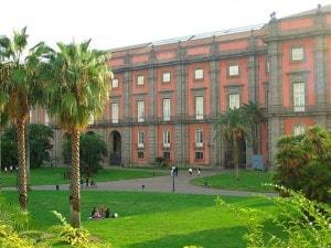 Real Bosco di Capodimonte davanti all'omonimo Museo